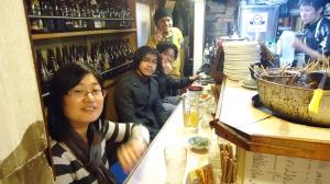Abis nyanyi makan di warung : Heiyan, saya, Heiyu, Atufenua