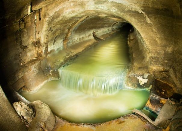Sewer di New York yang rumit, melankolis, semi horror